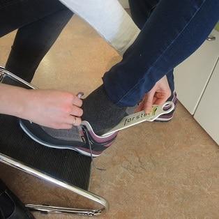Anprobe der Schuhe